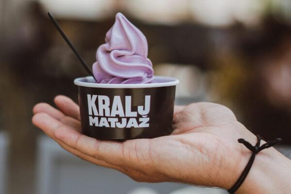 Točen borovničev sladoled pri Kralju Matjažu