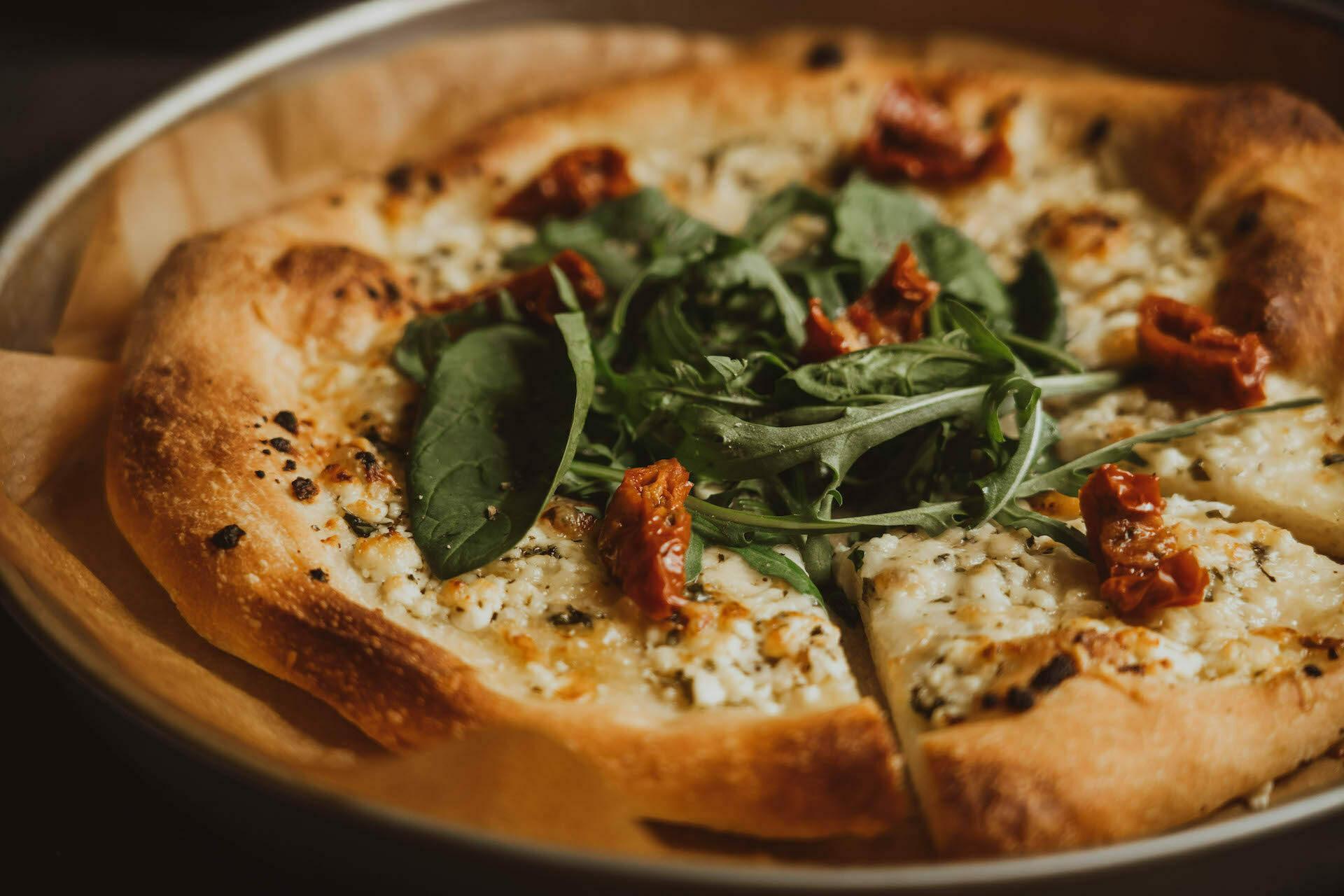 Slastna in sočna bela pizza